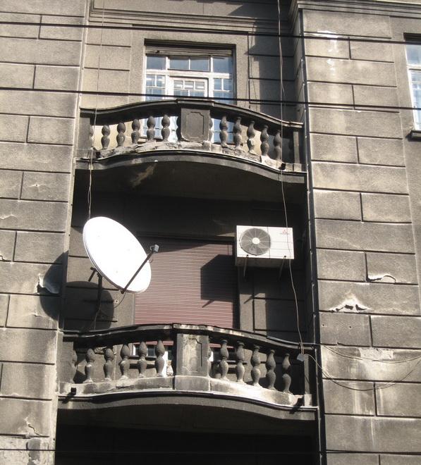 stari-balkon-sa-kl-i-tanjirom